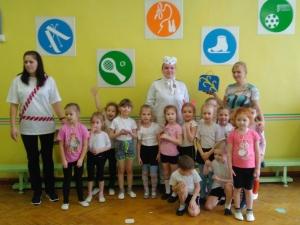 Спортивное развлечение «Путешествие с Белым Медвежонком» в младшей и средней группах